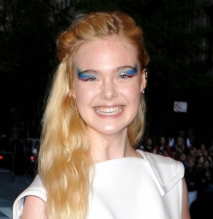 dakota-elle-fanning-met-ball-2013-red-carpet-04.jpg