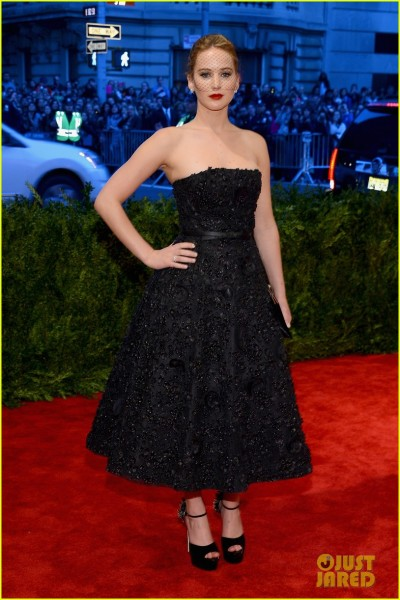 jennifer-lawrence-met-ball-2013-red-carpet-01.jpg