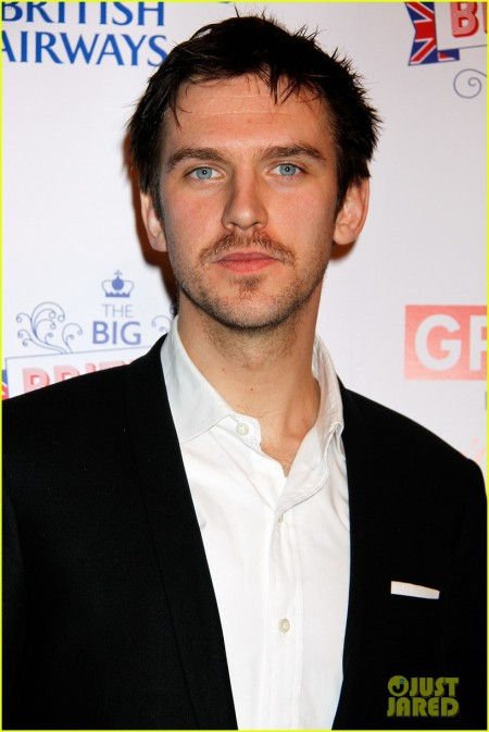dan-stevens-big-british-invite-with-estelle-04.jpg