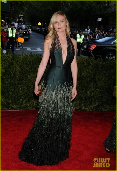 kirsten-dunst-met-ball-2013-red-carpet-02.jpg