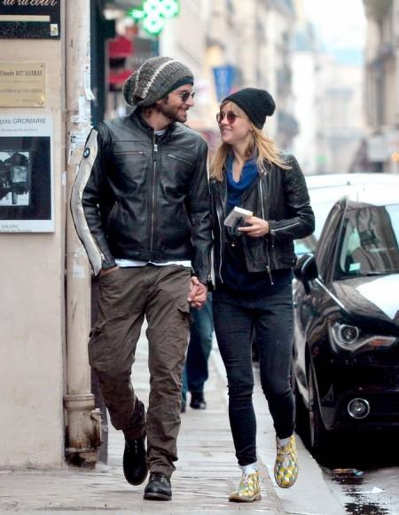 bradley-cooper-suki-waterhouse-kiss-hold-hands-in-paris-01.jpg
