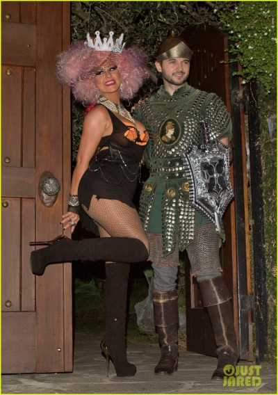 christina-aguilera-halloween-party-with-matthew-rutler-01.jpg