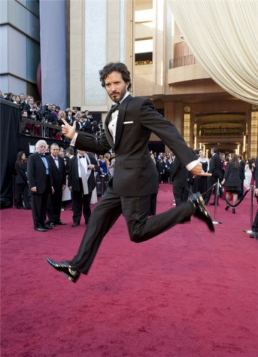 bret_mckenzie_jumping_oscars_red_carpet.jpg