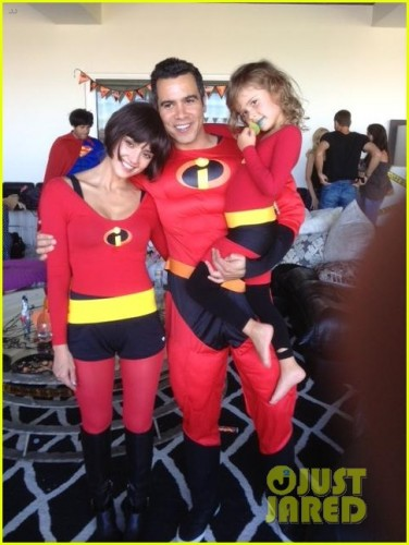 jessica-alba-family-the-incredibles-for-halloween-05.jpg