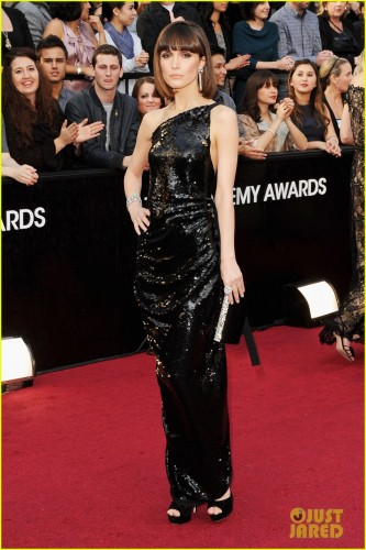 rose-byrne-ellie-kemper-2012-red-carpet-oscars-04.jpg