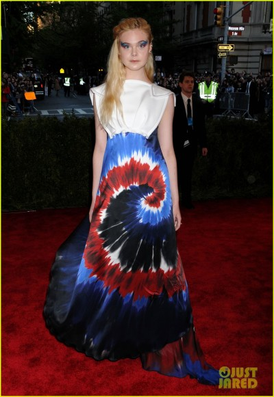 dakota-elle-fanning-met-ball-2013-red-carpet-03.jpg