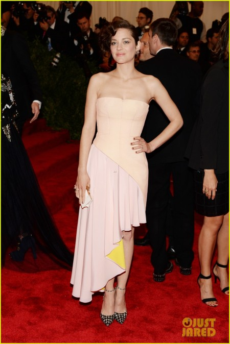 marion-cotillard-met-ball-2013-red-carpet-01.jpg