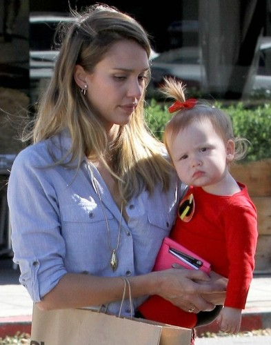 jessica-alba-family-the-incredibles-for-halloween-22.jpg