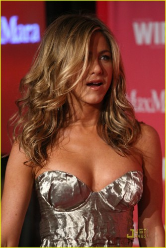 jennifer-aniston-crystal-and-lucy-awards-2009-11.jpg