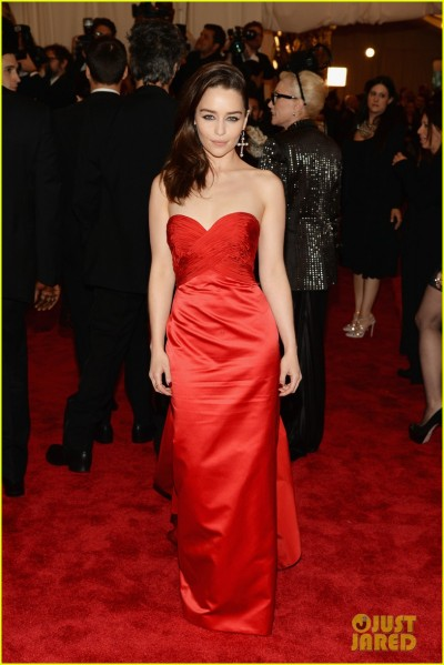 emilia-clarke-met-ball-2013-red-carpet-01.jpg