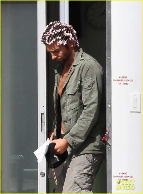bradley-cooper-hair-rollers-shirtless-on-set-02.jpg